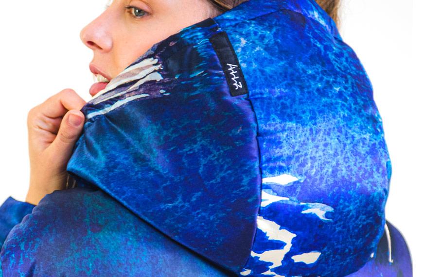 cappuccio blu da abbigliamento sostenibile